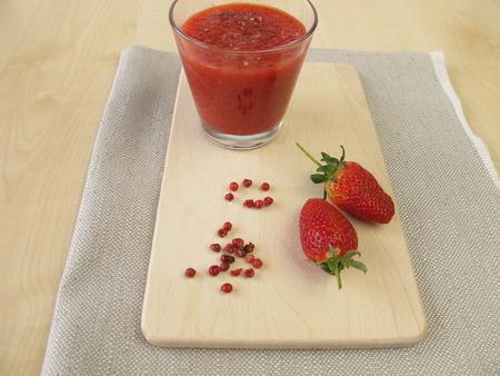 erdbeer smoothie: Erdbeer-Smoothie mit Rosa Pfeffer