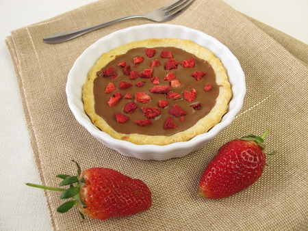 freeze dried: Nougat tartlet with strawberries