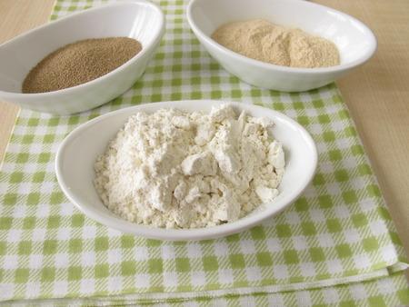 levadura: Harina, extracto de masa fermentada y levadura de panader�a