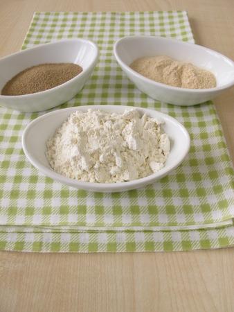 levadura: Harina, extracto de masa fermentada y levadura de panadería
