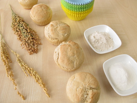spelt: Bread muffins with spelt millet and rice