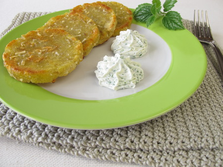 cream cheese: Potato pancakes with cream cheese and herbs