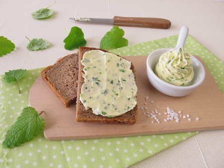 sliced bread: Sliced bread with herb butter