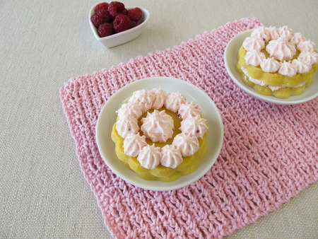 maize flour: Gluten free layer cakes with raspberry cream cheese