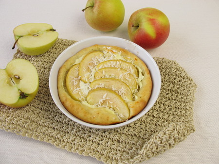 round: Round apple pie