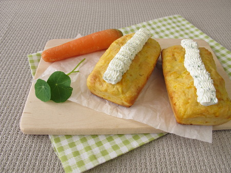 cream cheese: Mini carrot bread with herb cream cheese