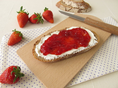 cream cheese: Bread with cream cheese and strawberry jam