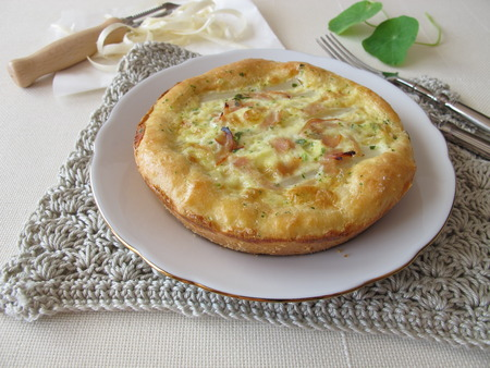 cocked: Asparagus quiche with cocked ham and herbs