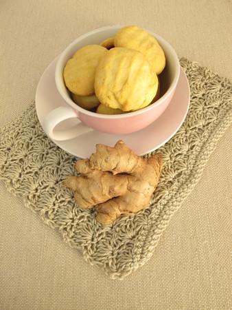 galletas de jengibre: Taza llena con galletas de jengibre