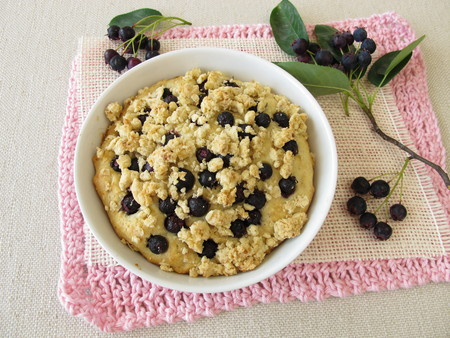 to crumble: Crumble cake with juneberries Stock Photo