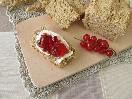 redcurrant: Oat bread with redcurrant jam