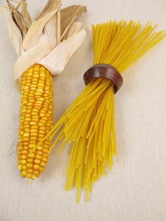 corn on the cob: Spaghetti pasta and corn corn cob