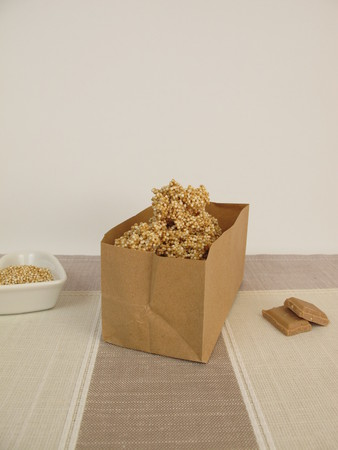 amaranth: Chocolate nuggets with amaranth in paper bag
