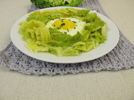 savoy: Savoy cabbage with fried egg