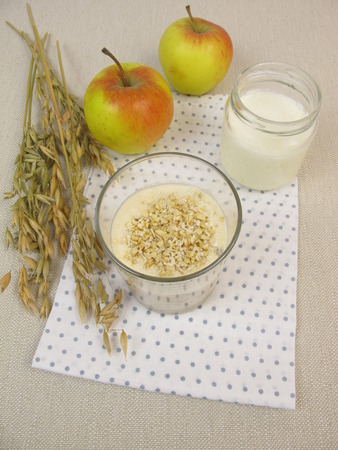 overnight: Overnight Oats with yogurt and apple