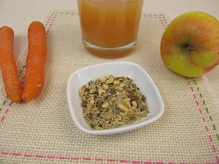 liquorice: Tea smoothie with apple, carrot, ginger tea and liquorice root