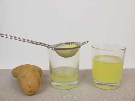 Vers geperst rauwe aardappel sap Stockfoto