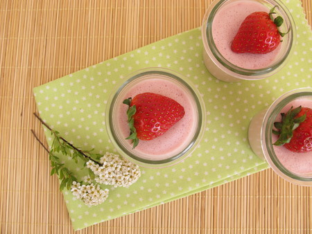 gelatin: Strawberry dessert with gelatin and fresh strawberries