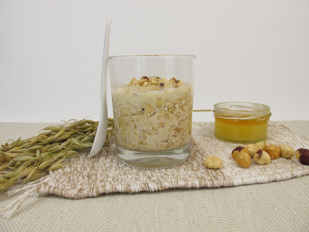 overnight: Overnight Oats with hazelnuts and honey Stock Photo