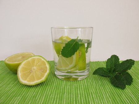 flavored: Flavored water with lemon and mint