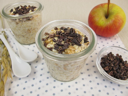 overnight: Overnight Oats with superfood cocoa nibs
