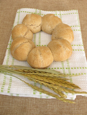 spelled: Roll wreath from spelled flour