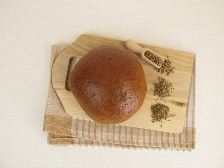 caraway: Rye bread with caraway seeds, coriander and anise