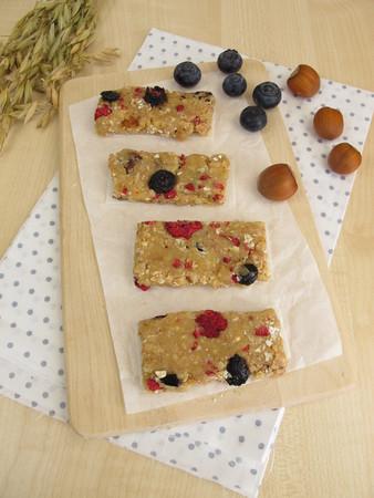 frutos secos: barras de fruta caseros con frutas secas, harina de avena, nueces y coco
