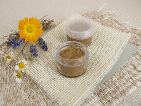 crucible: Homemade toothpaste with coconut oil, healing clay powder and soda Stock Photo