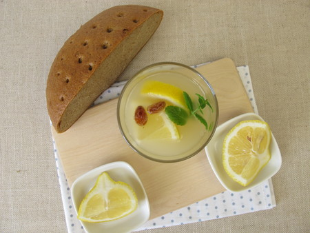 Kvass, homemade bread beer with lemon and mint