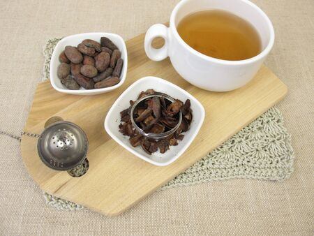 Cup of cacao husk tea from the roasted outer shells of the cacao bean 版權商用圖片