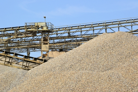 gravel pit: Sand and gravel in a gravel pit