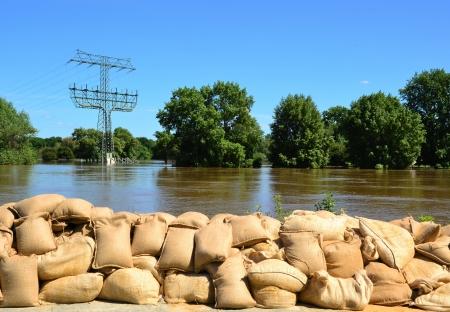 Zandzakken bij overstromingen in 2013