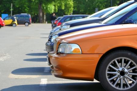 parking facilities: Coches de pie en el borde de la carretera