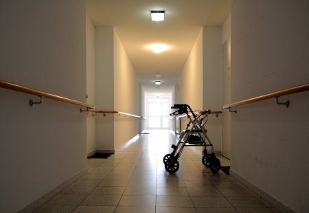 nursing treatment: un largo pasillo en un hogar de ancianos Foto de archivo
