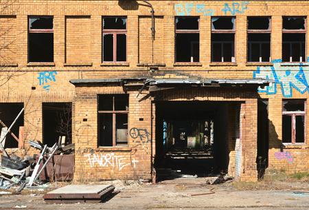 verwoeste gebouwen van een verlaten fabriek in Magdeburg