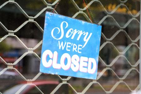 closed shop in einer Einkaufsstraße in Berlin