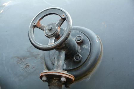 Shut-off valve on a tank vessel