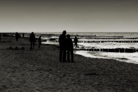 Spaziergang am Strand des Ostseestrand in Heiligendamm am Abend