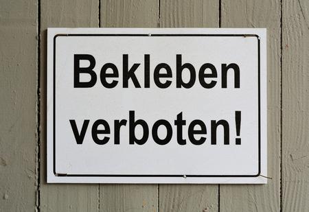 banning: sign saying quotpasting prohibitedquot on a fence