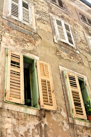 renovate old building facade: Facade of a residential building in the old town of Pula in Croatia