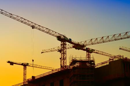 kranen op de bouwplaats van de City Palace in Berlijn