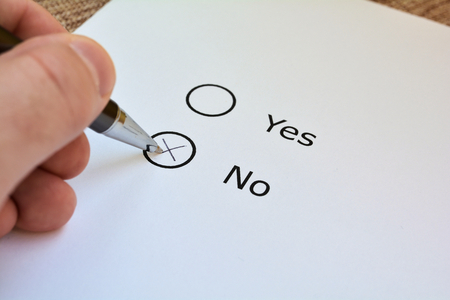Vote on yes or no on a ballot Standard-Bild