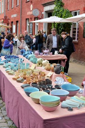 subsistence: POTSDAM, GERMANY - September 5, 2015: Pottery Market in Dutch Quarter in Potsdam