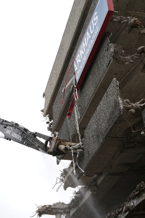 parking garage: COLOGNE, GERMANY - OCTOBER 22, 2015: Demolition of the parking garage on the Schildergasse in Cologne