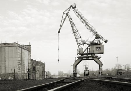 reloading: Historical crane in the port of Magdeburg