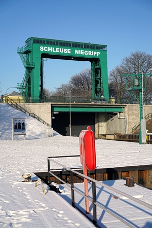 canal lock: Canal lock in Niegripp near Magdeburg in the winter