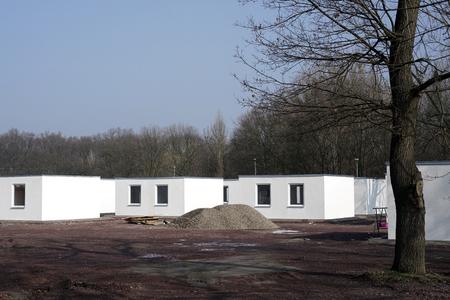 nieuw gebouwde schuilplaatsen vluchtelingenkamp aan de rand van Magdeburg in Duitsland Stockfoto