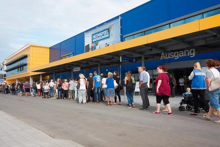 MAGDEBURG, DUITSLAND - AUGUSTUS 31, 2017: Ikea-tak in Magdeburg, enkel een paar notulen vóór de opening.