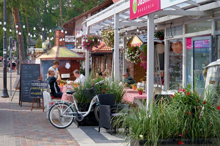 POBIEROWO, POLAND - SEPTEMBER 07, 2019: Gastronomy for holidaymakers in the fishing village of Pobierowo on the Polish Baltic coast 新聞圖片